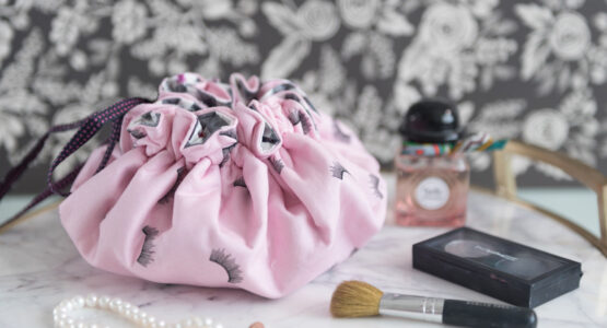 https://weallsew.com/wp-content/uploads/sites/4/2019/05/round-makeup-bag-1110-555x300.jpg