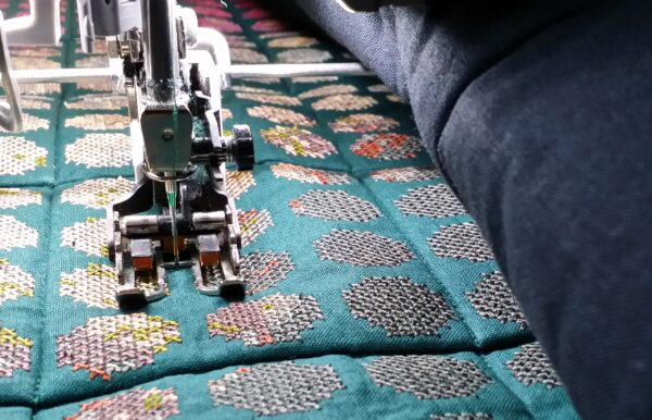 Stitching quilting lines with the walking foot