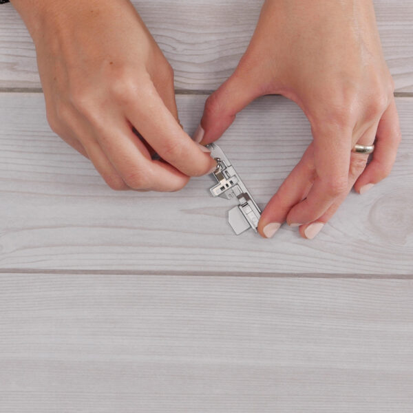 DIY_Wire-edged_Ribbon_adjusting_tape_guide