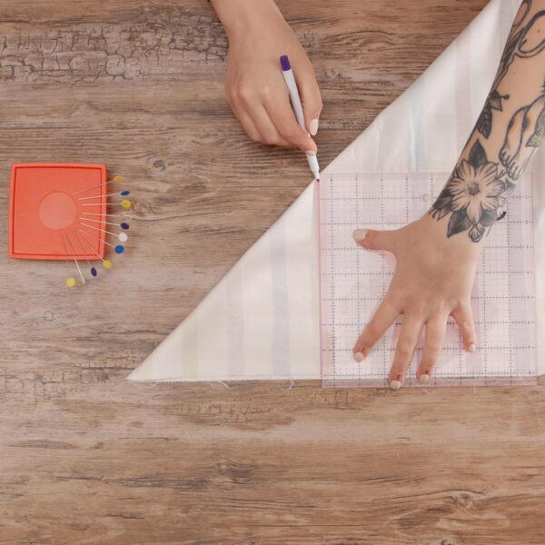 DIY_Crib_Sheet_Mark_to_Miter_Corners
