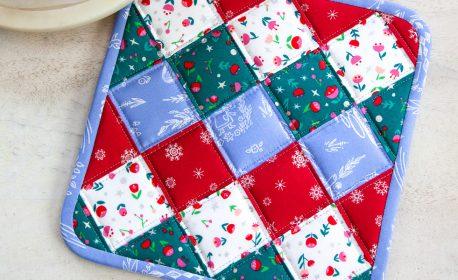 Christmas Potholder Tutorial from WeAllSew