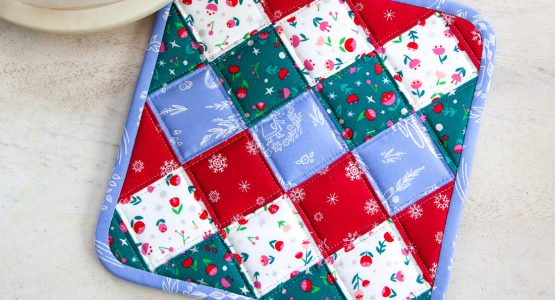 https://weallsew.com/wp-content/uploads/sites/4/2019/12/Christmas-Potholder-Tutorial-from-WeAllSew-1100-x-600-555x300.jpg