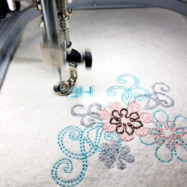 When the machine stops, change the color of thread to the color displayed on the machine screen.