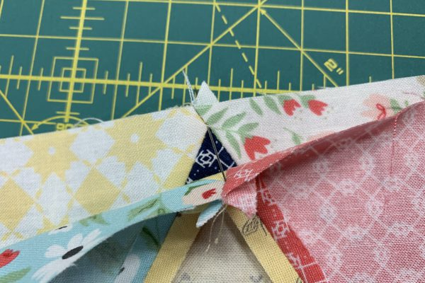 Equilateral Triangle Table Runner_Aligning triangle points