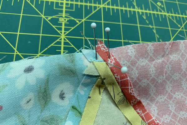 Equilateral Triangle Table Runner_Pinning triangle points