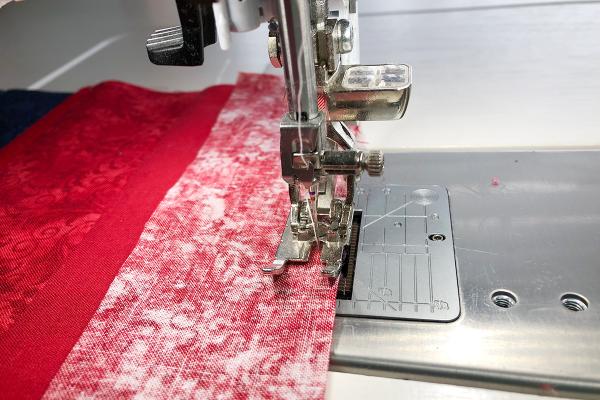 Modern_Heart_Table_Runner_Stitching_strips