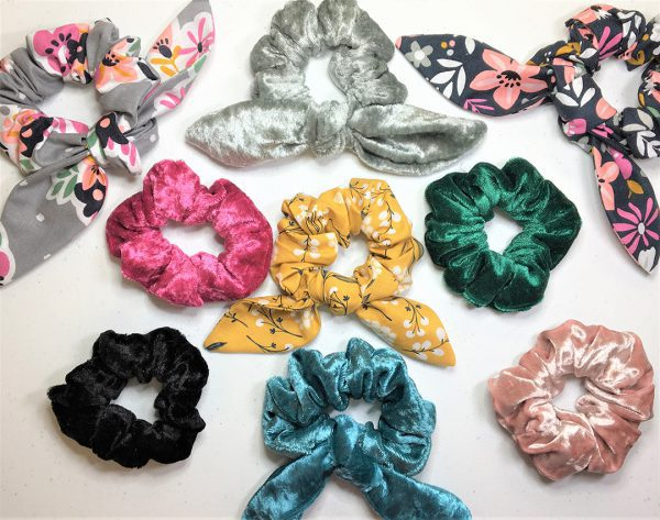 Match_Your_Mask_Hair_Scrunchie_with_Tails