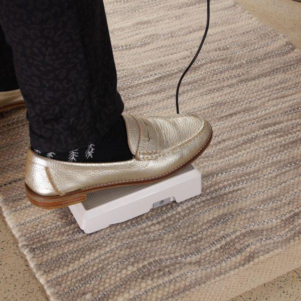 BERNINA_Air_Threading_Overlocker_L850_threading_foot_control