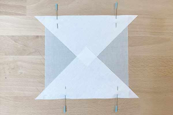 Passaflora_02_Quilt_Along_pin_second_triangle