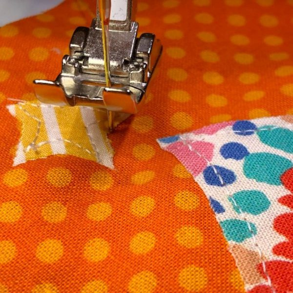 Appliqued Bib Burp Cloth Set Tutorial: stitch applique detail