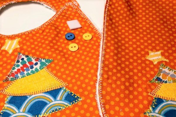 Appliqued Bib Burp Cloth Set Tutorial: finishing touches