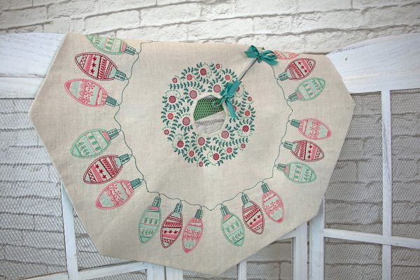 Octagon Tree Skirt - Holiday_Stitches_82023_25_Finished_BERNINA_WeAllSew_Blog_1200x800px