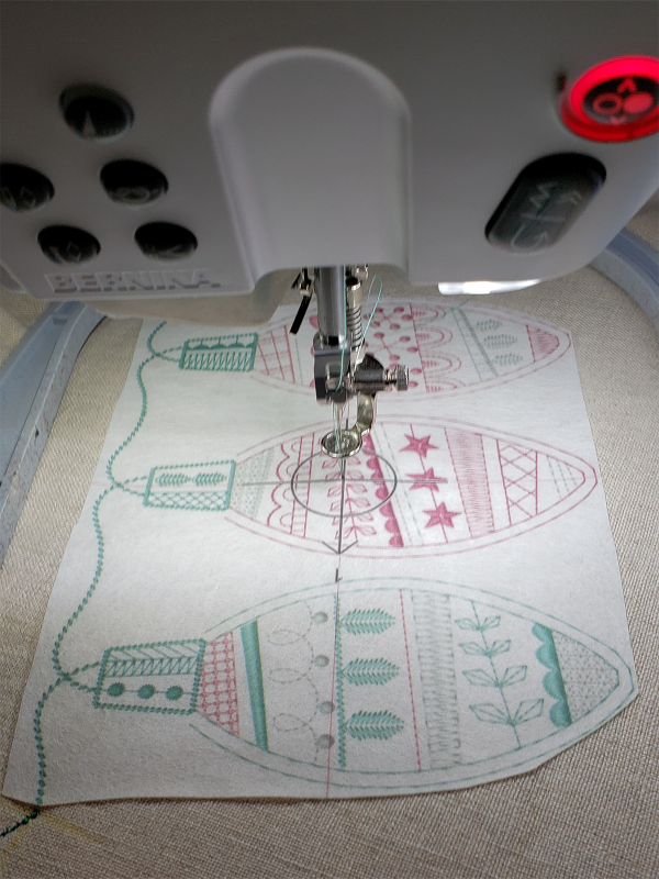 Octagon Tree Skirt - Holiday_Stitches_82023_28 A3_no_Pinpoint_Placement_BERNINA_WeAllSew_Blog_1200x1600px
