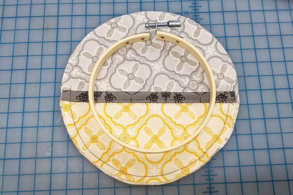 Wall Organizer Tutorial BERNINA 1200 x 800_Center ring Small Organizer