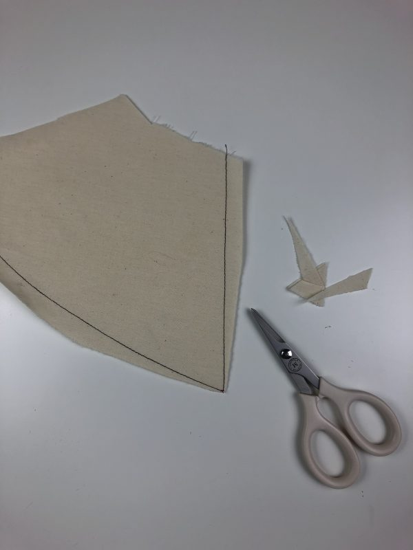 Detachable Collar Tutorial: trimming the fabric for a sharp point