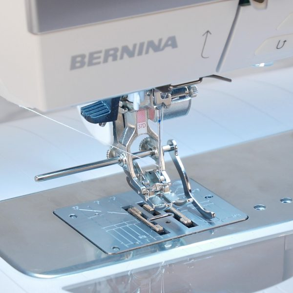 MTC_Trivet_Circular_Embroidery_Attachment_#83_07_Right_Seam_Guide_BERNINA_WeAllSew_Blog_1080x1080px